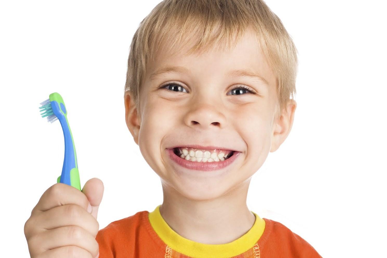 Уход за первыми зубками