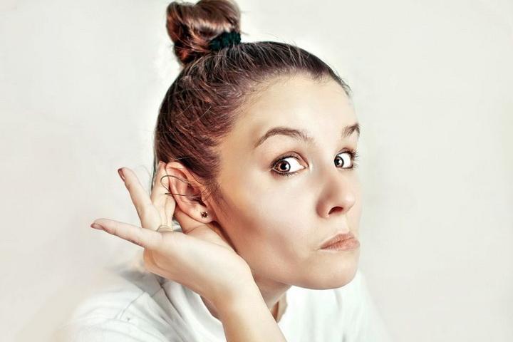 К чему горит правое и левое ухо, оба уха у девушек, женщин, мужчин утром и вечером: приметы по дням недели. К чему горят щеки и уши одновременно? Почему горят уши у человека по мнению врачей?
