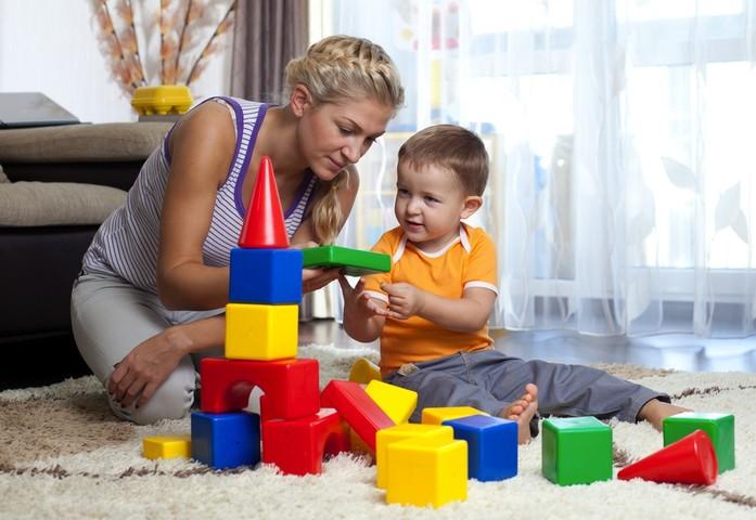 Когда ребёнок начинает различать цвета