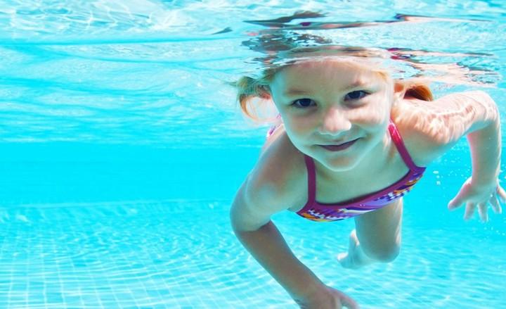 Научить плавать ребенка