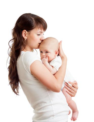 Как носить новорожденного на руках