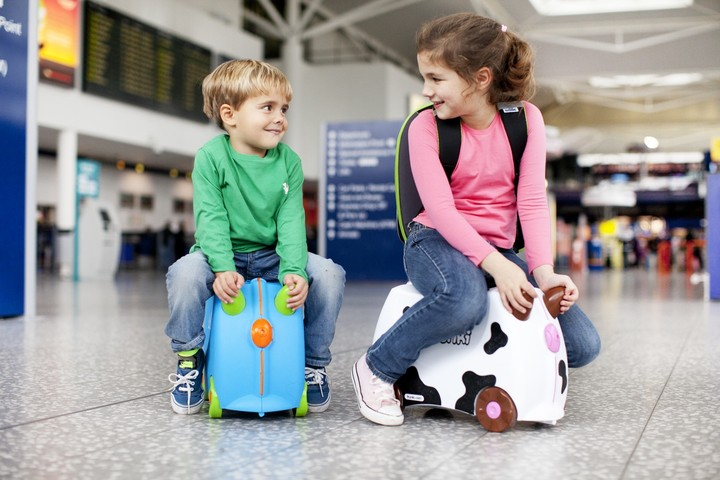 Как вписать ребенка в загранпаспорт родителей?