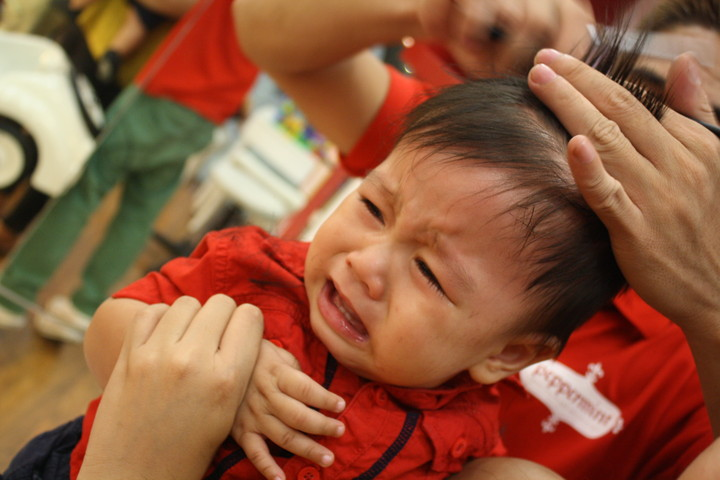 малыш боится стричься