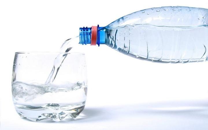 Очищаем ЖКТ минеральной водой с медом