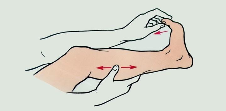 Суставы скручивание кистей пальчиков ног не хватает кальция крем маклюра для суставов