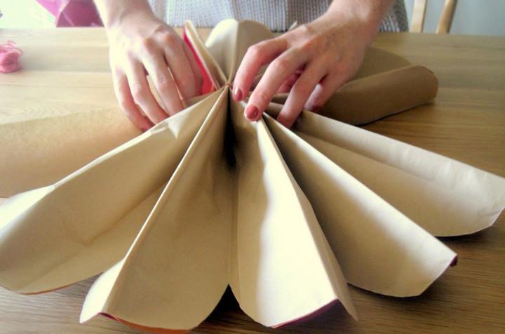 Как сделать шар из гофрированной бумаги 7
