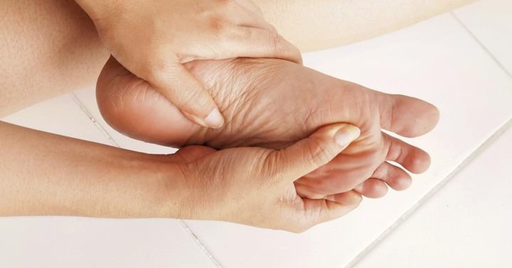 Сводит пальцы на ногах причины и лечение