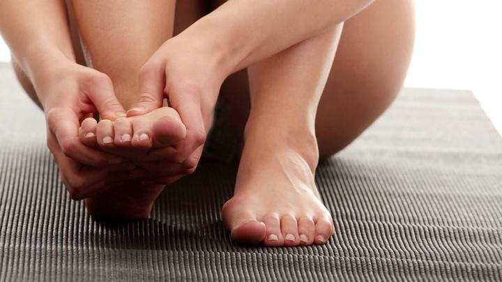 Суставы скручивание кистей пальчиков ног не хватает кальция при больных суставах