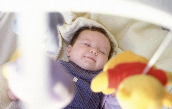 Почему икают младенцы