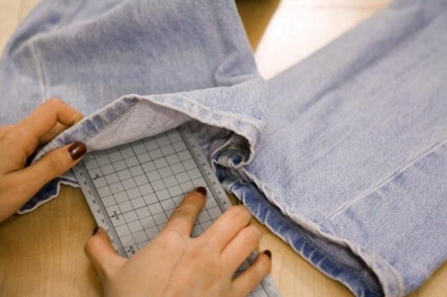 делаем дырявые джинсы