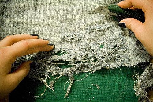 как сделать рваные шорты из старых джинс