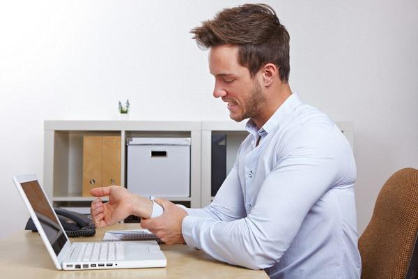 немеет левая рука за компьютером.jpg
