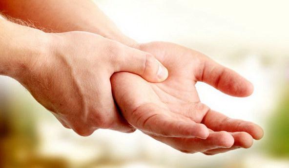 Немеет левая рука и боли в суставах опухли суставы на ногах народная медицина