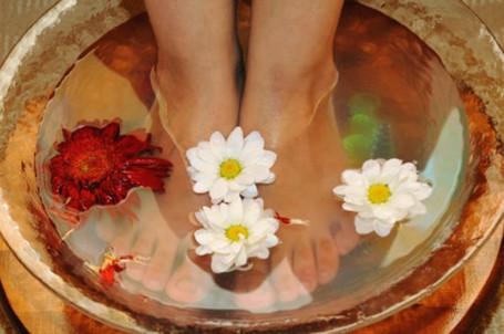 Как бороться с запахом ног народными средствами