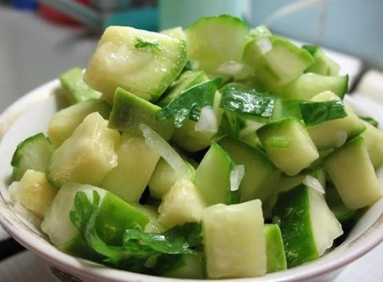 Свежие кабачки в салате
