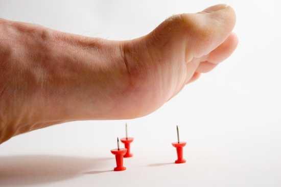 Немеют пальцы на ногах вследствие нарушенного кровообращения
