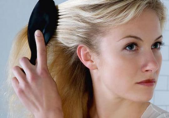 Почему седеют волосы? Из-за чего это происходит рано у женщин и мужчин?