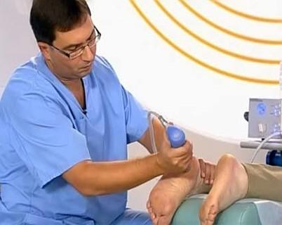 Как лечить трещины на пятках? Используем народные средства