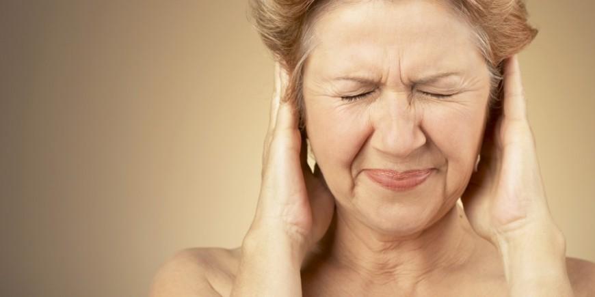 Почему звенит в левом ухе постоянно